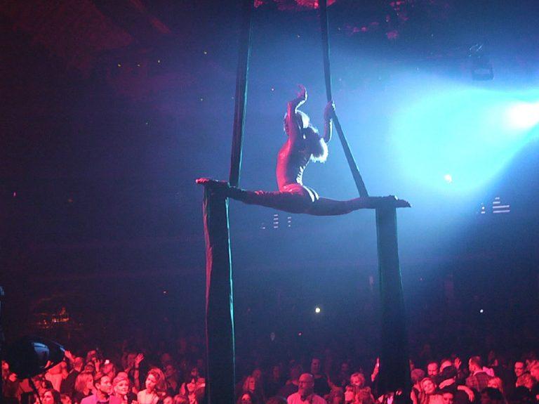 aerialist-silks2