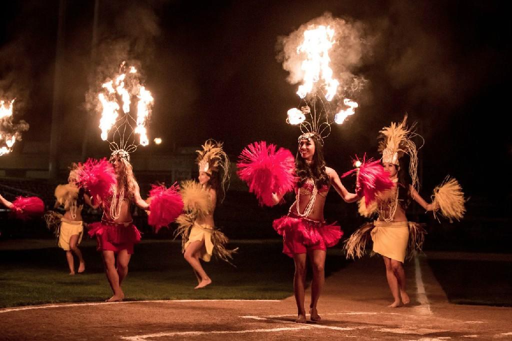 hawaii-fire-dancers